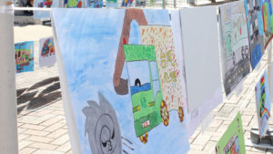 小学生のトラック絵画